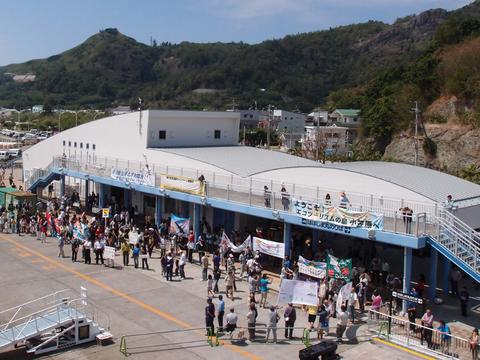 おがさわら丸入港110403(父島)P4030475.jpg