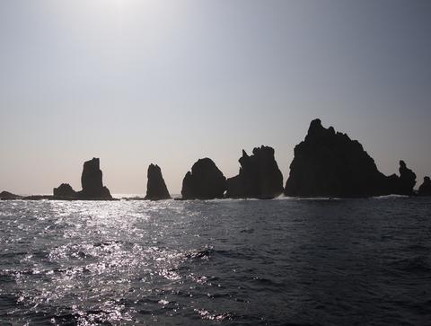 針之岩110411(聟島クルーズ)P4110703.jpg