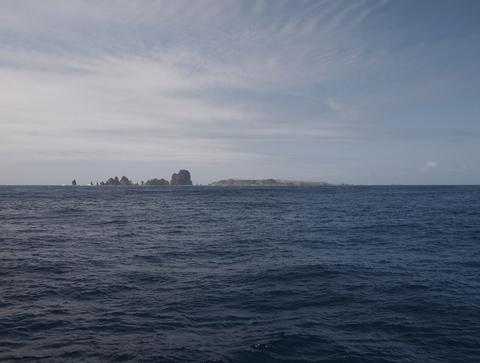 針之岩・聟島110411(聟島クルーズ)P4110670.jpg